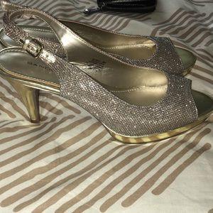 Bandolino gold sparkly sling-back heels
